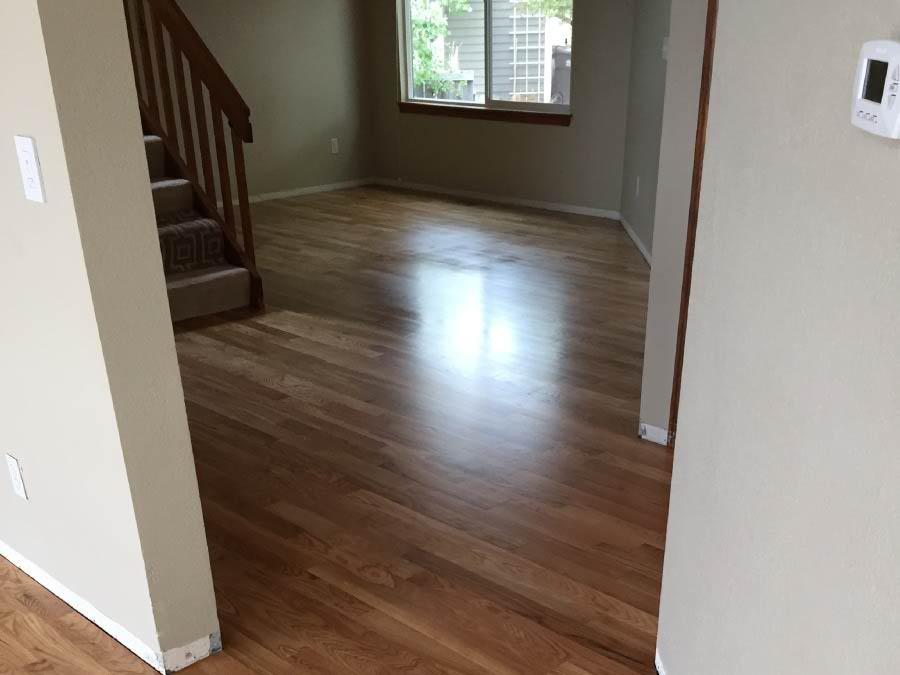 white-oak-wood-floor-in-hallway
